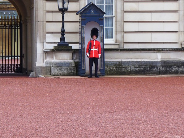 Honor guard, Buckingham Palace