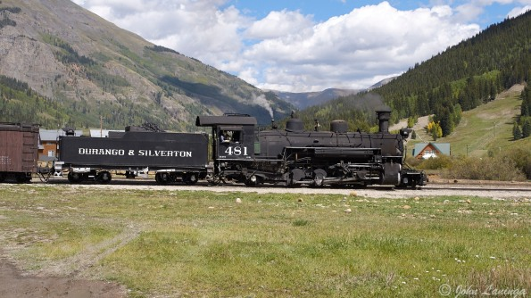 The train arriving at Silverton Station