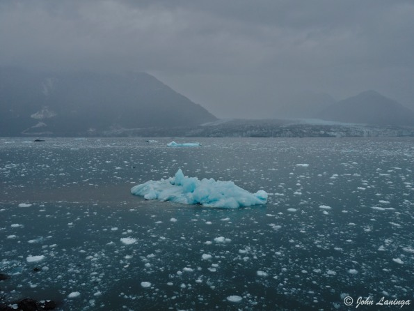 Eerie, being on a boat in the icebergs!
