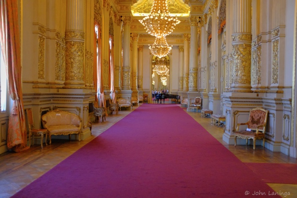 Great hallway, where the rich people gathered during intermission