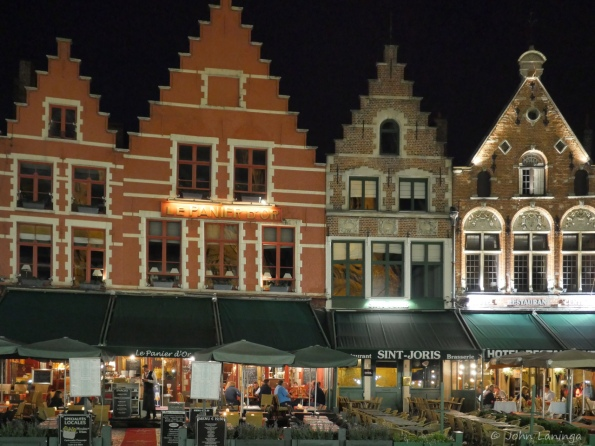 Grote Markt buildings at night